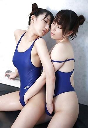 Lesbian Swimsuit Porn Pictures